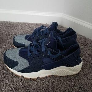 Authentic Womens Nike Hurache 9.5- Gum Bottom